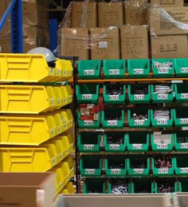 Cajas pl sticas mindugar tecnolog a en almacenaje for Cajas plasticas con ruedas